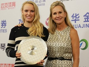 Caroline Wozniacki Receives WTA Diamond Aces Award
